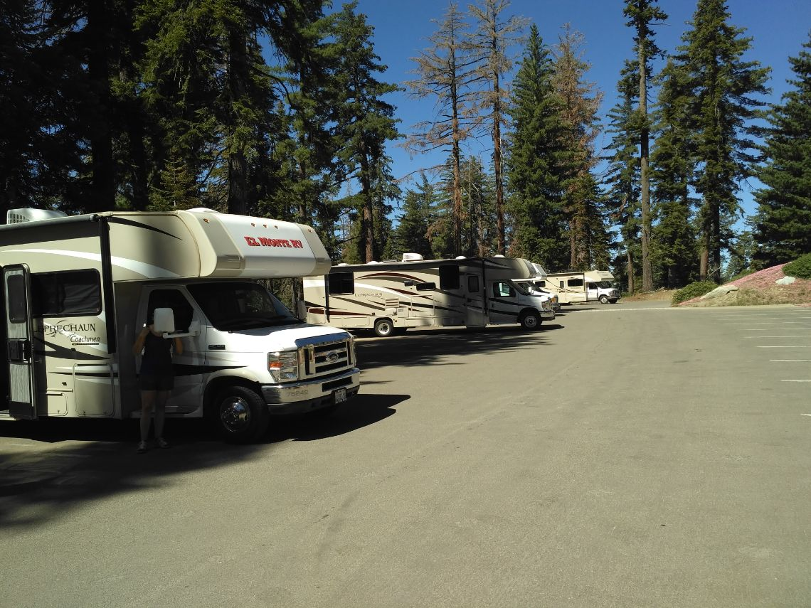 Sequoia National Park - Parking autocaravanas del General Sherman Tree.