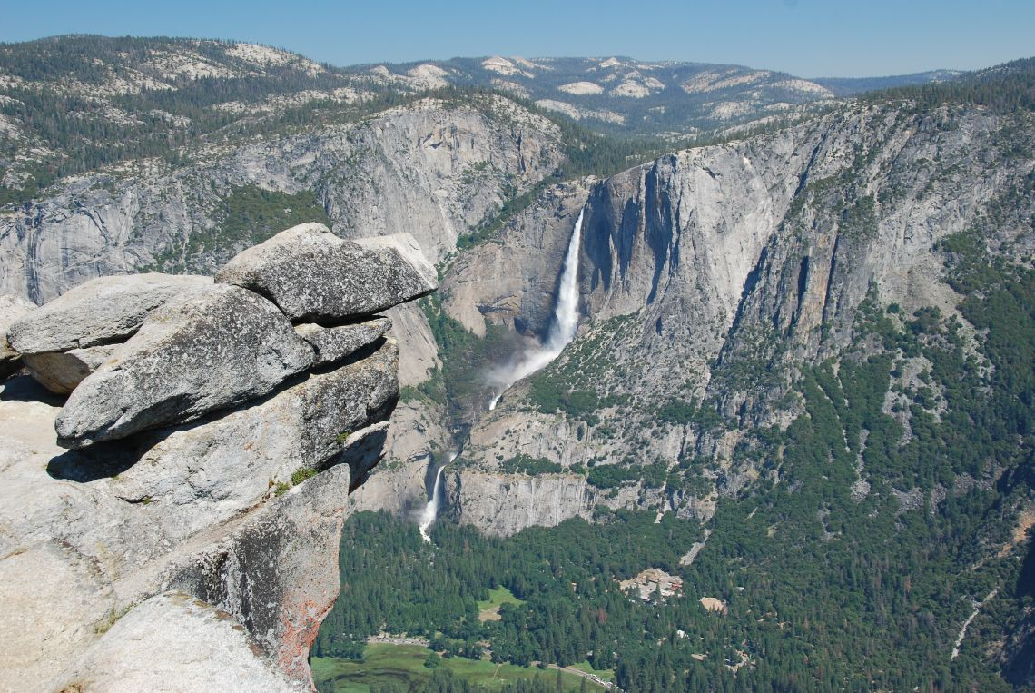 Yosemite National Park - Vista de las cascadas Yosemite Falls desde el mirador Glacier Point Viewpoint.