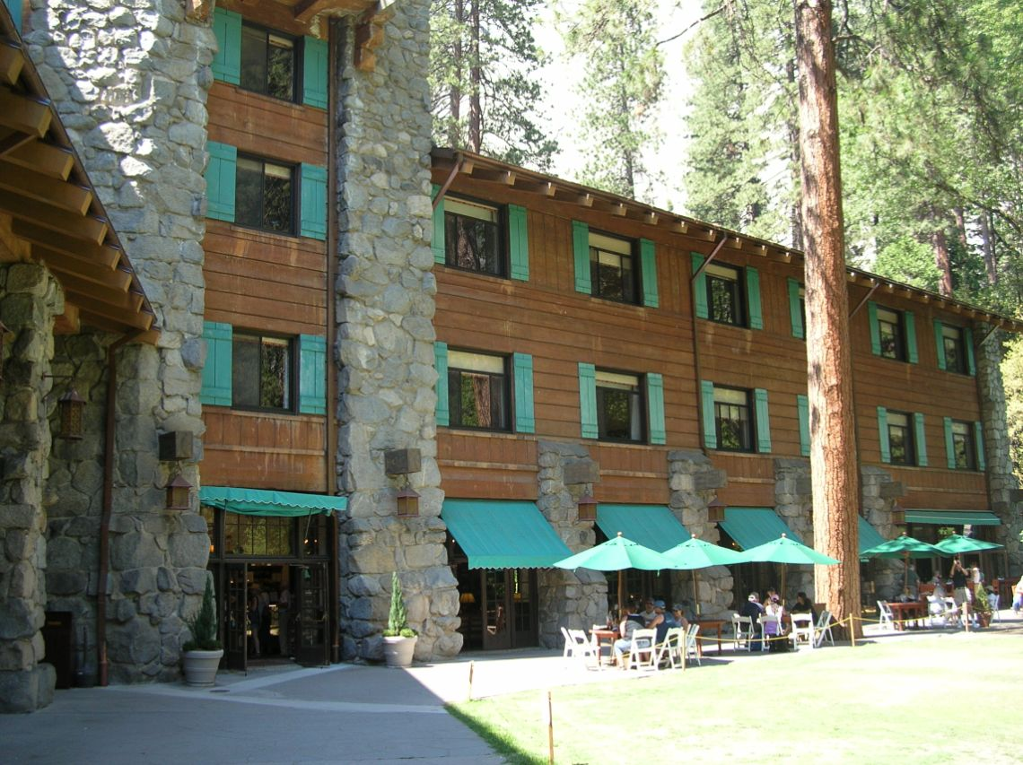 Yosemite - Vista de The Majestic Hotel, el hotel más lujoso del Yosemite National Park.